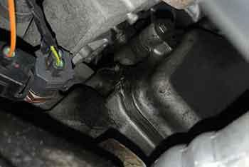 ジャガー XKR エンジンオイル漏れ